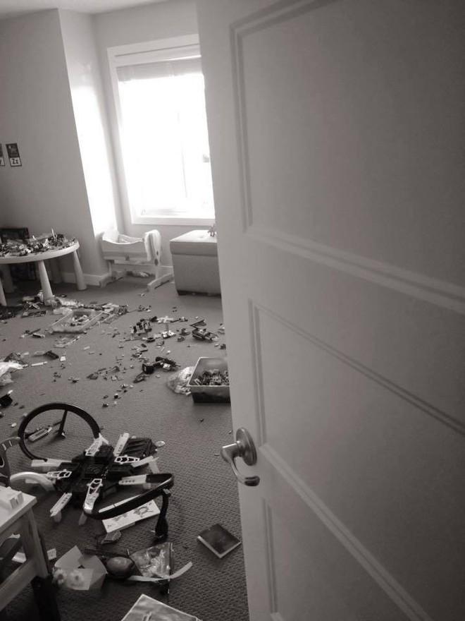 Vì câu nói này của chồng mà người vợ đã thức tỉnh và quyết định không dọn dẹp đồ chơi cho con nữa - Ảnh 1.
