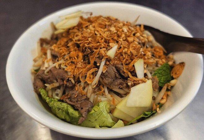 CNN lên list 10 món ăn đường phố siêu phổ biến lại ngon nức tiếng của Việt Nam - Ảnh 15.