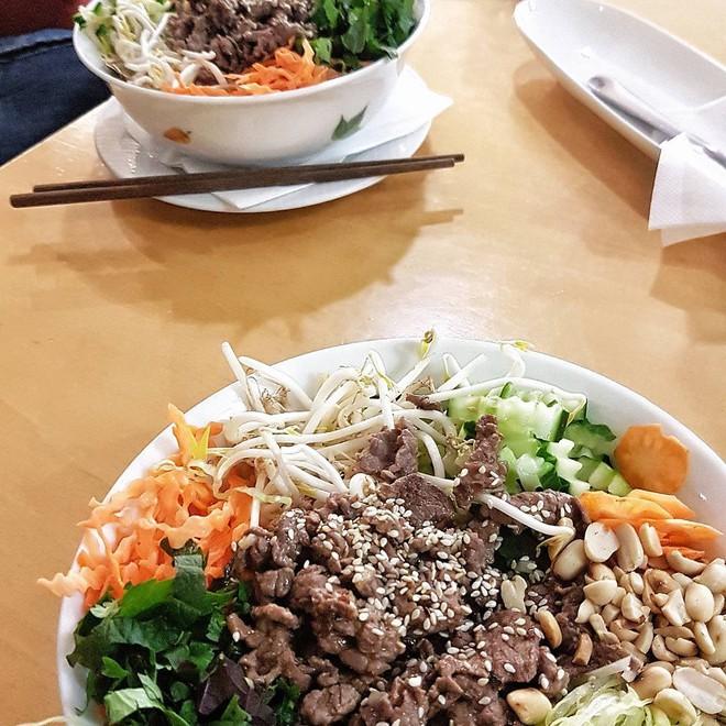 CNN lên list 10 món ăn đường phố siêu phổ biến lại ngon nức tiếng của Việt Nam - Ảnh 16.