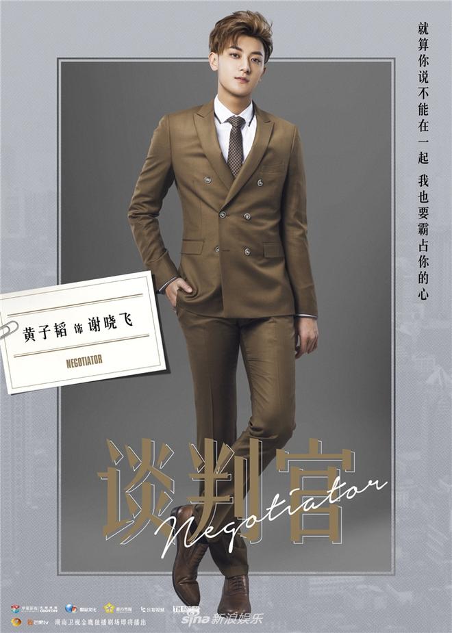 Quý cô Dương Mịch kín đáo giữa dàn mỹ nam chân dài như siêu mẫu - Ảnh 2.