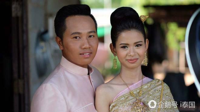 """Cô dâu chú rể uất hận vì thuê nhầm thợ make up """"mất tâm"""", hóa trang như hề trong ngày cưới - Ảnh 5."""