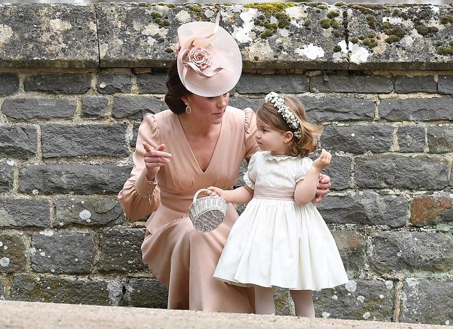 Đến dự sinh nhật tiểu Công chúa Charlotte, khi ra về khách mời được vợ chồng công nương Kate tặng món quà này - Ảnh 4.