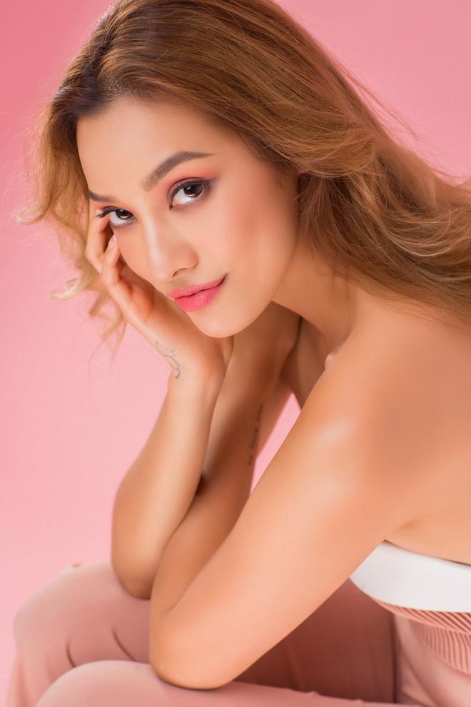 Lilly Nguyễn nóng bỏng, kiêu kỳ mừng tuổi mới đúng ngày 1/6 - Ảnh 2.
