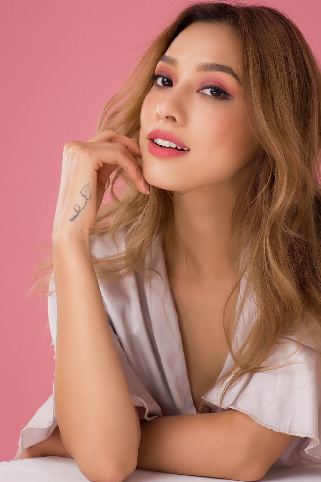 Lilly Nguyễn nóng bỏng, kiêu kỳ mừng tuổi mới đúng ngày 1/6 - Ảnh 4.
