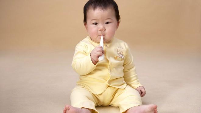 Đây là các dấu mốc phát triển của trẻ sơ sinh trong 1 năm đầu đời - Ảnh 3.