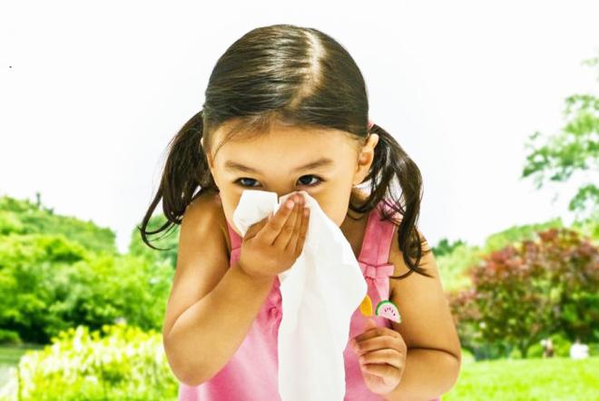 Tưởng hơi thở con có mùi vì sâu răng ai dè là do 4 chứng bệnh cần chú ý này đây - Ảnh 2.