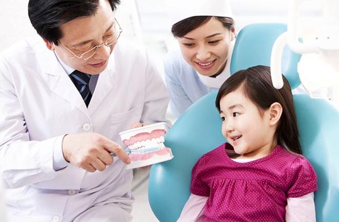 Tưởng hơi thở con có mùi vì sâu răng ai dè là do 4 chứng bệnh cần chú ý này đây - Ảnh 4.