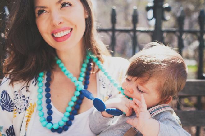 dây chuyền không độc hại cho trẻ mọc răng