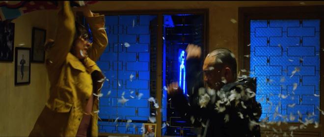 Vợ chồng Thu Trang - Tiến Luật la hét, đánh nhau tơi tả trên giường  - Ảnh 4.