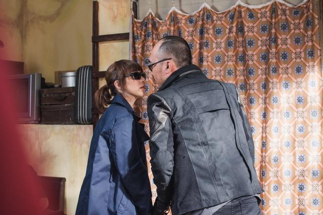 Vợ chồng Thu Trang - Tiến Luật la hét, đánh nhau tơi tả trên giường  - Ảnh 9.