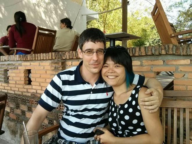 Vợ Việt kể về 5 năm chung sống với chồng Đức: Ngày làm 15 tiếng, ăn cơm trứng luộc chấm mắm - Ảnh 1.