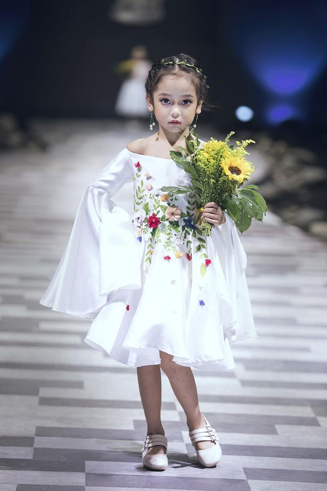 Ốc Thanh Vân cùng 3 nhóc tỳ mở màn Tuần lễ Thời trang Thiếu nhi 2017 - Ảnh 4.