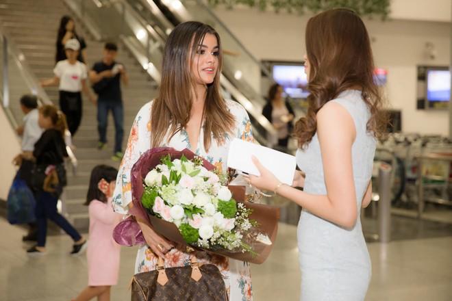 Phạm Hương xinh đẹp đến ngỡ ngàng khi đứng cạnh đương kim Nữ hoàng sắc đẹp Mỹ Latin - Ảnh 2.
