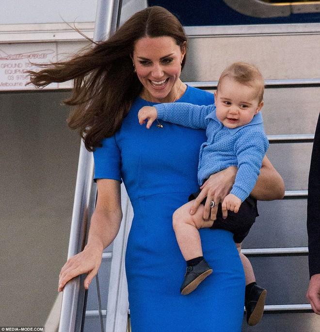Giống nhiều bà mẹ khác, công nương Kate cũng thích mặc đồ tông xuyệt tông với con mình - Ảnh 3.