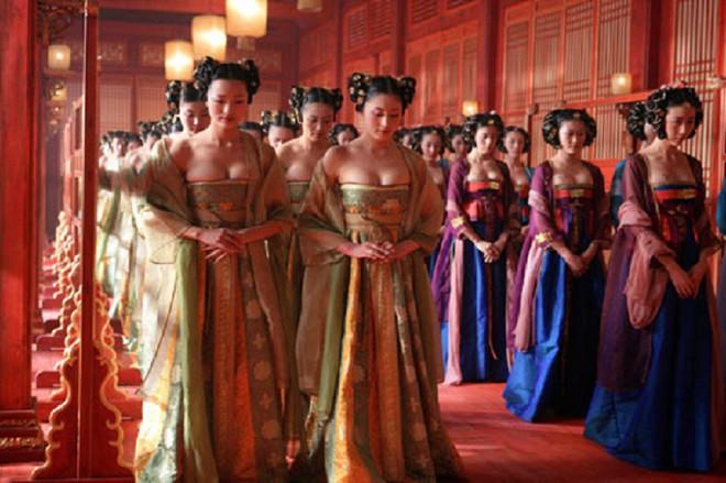 Số phận cung nữ thời Trung Hoa phong kiến: ngủ không được ngửa mặt, đau ốm không được chữa, kết duyên cùng thái giám - Ảnh 3.