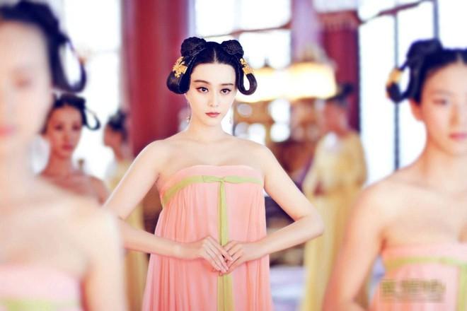 Số phận cung nữ thời Trung Hoa phong kiến: ngủ không được ngửa mặt, đau ốm không được chữa, kết duyên cùng thái giám - Ảnh 1.