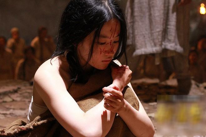 Số phận cung nữ thời Trung Hoa phong kiến: ngủ không được ngửa mặt, đau ốm không được chữa, kết duyên cùng thái giám - Ảnh 5.