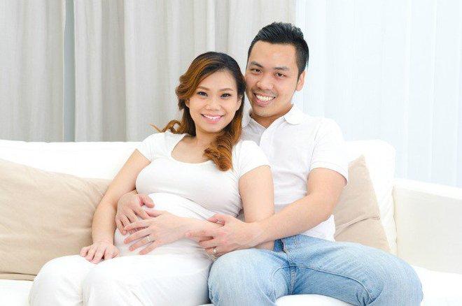 Việc các mẹ cần làm ngay sau khi biết tin mình có thai - Ảnh 2.