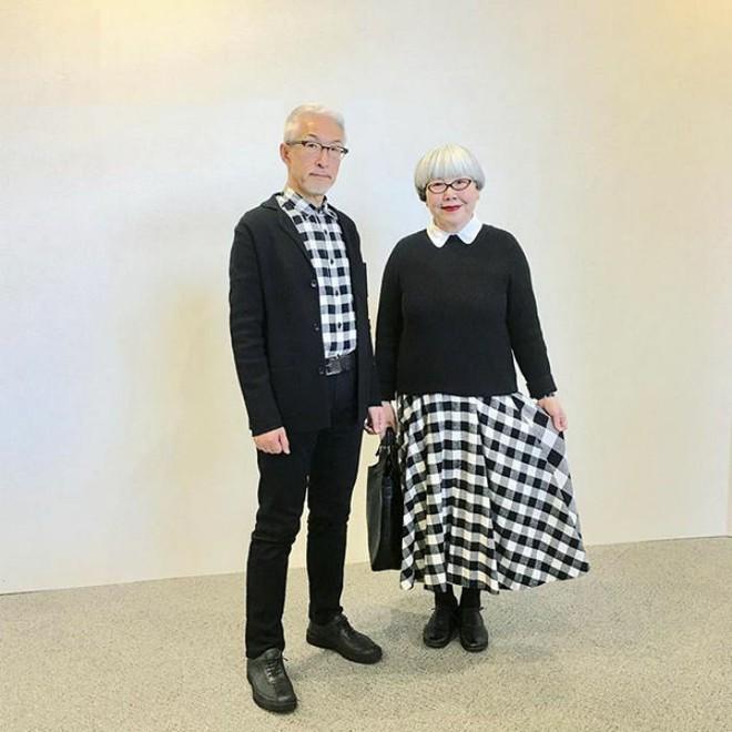 Ai cũng ước như cặp vợ chồng này, kết hôn 37 năm vẫn chăm mặc đồ đôi như ngày mới yêu - Ảnh 1.