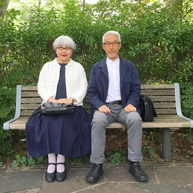 Ai cũng ước như cặp vợ chồng này, kết hôn 37 năm vẫn chăm mặc đồ đôi như ngày mới yêu - Ảnh 10.