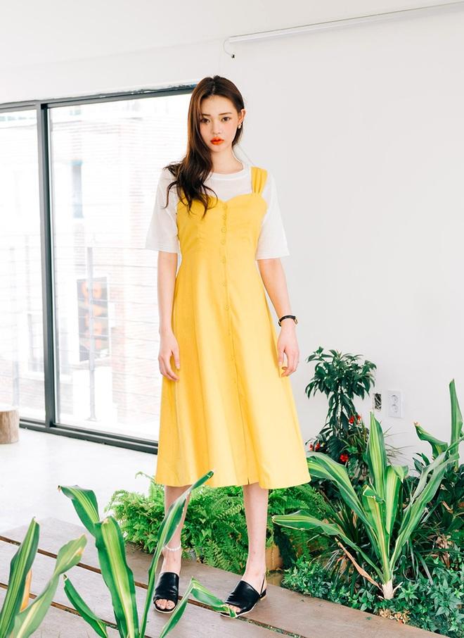 Bên cạnh váy hoa, thì vẫn còn 5 mẫu váy để các nàng diện vừa đẹp vừa mát hè này - Ảnh 19.