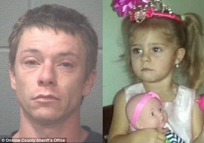 '. Không gặp được 1 năm, người cha suy sụp biết tin con gái 3 tuổi bị giết chết khi ở với mẹ và bạn trai .'