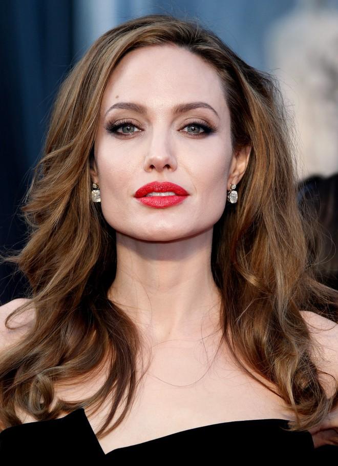 Angelina Jolie bị chẩn đoán liệt mặt và đây là những điều bạn cần biết về căn bệnh đáng sợ - Ảnh 1.