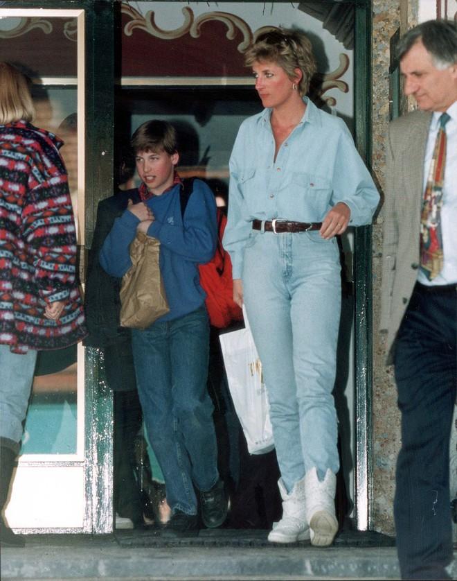 Đẹp như công nương Diana thì chỉ mặc quần jeans cũng xuất sắc hơn người - Ảnh 7.