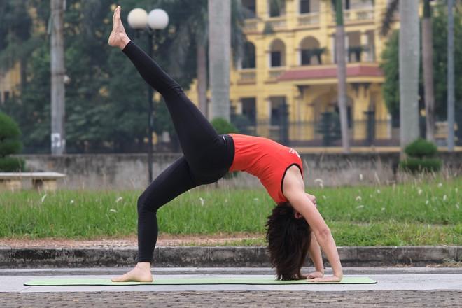 """Đẹp và khỏe hơn nhờ tập yoga, người phụ nữ này thường xuyên được khen """"như hai chị em"""" khi đi cùng con gái - Ảnh 5."""