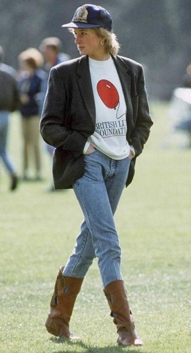 Đẹp như công nương Diana thì chỉ mặc quần jeans cũng xuất sắc hơn người - Ảnh 4.