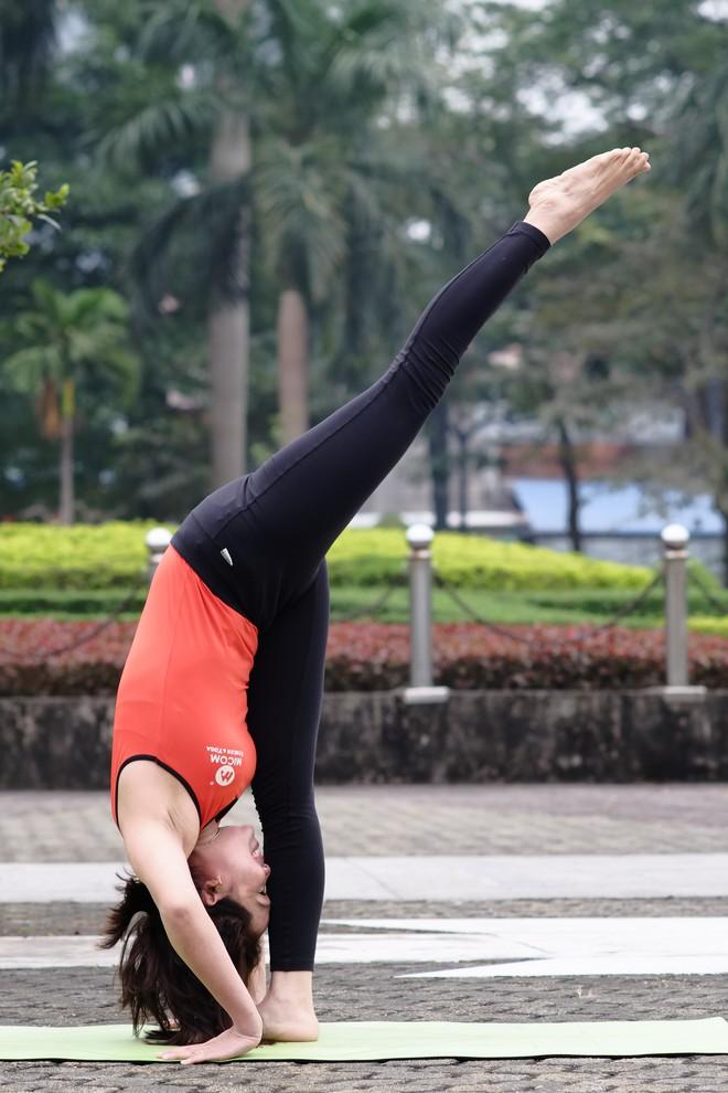 """Đẹp và khỏe hơn nhờ tập yoga, người phụ nữ này thường xuyên được khen """"như hai chị em"""" khi đi cùng con gái - Ảnh 10."""