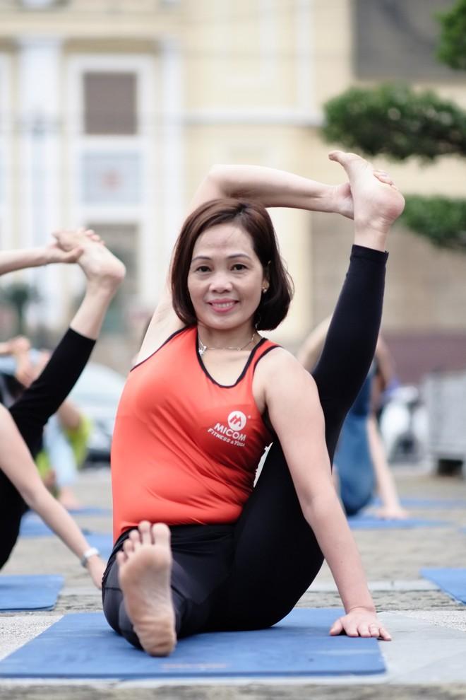 """Đẹp và khỏe hơn nhờ tập yoga, người phụ nữ này thường xuyên được khen """"như hai chị em"""" khi đi cùng con gái - Ảnh 12."""