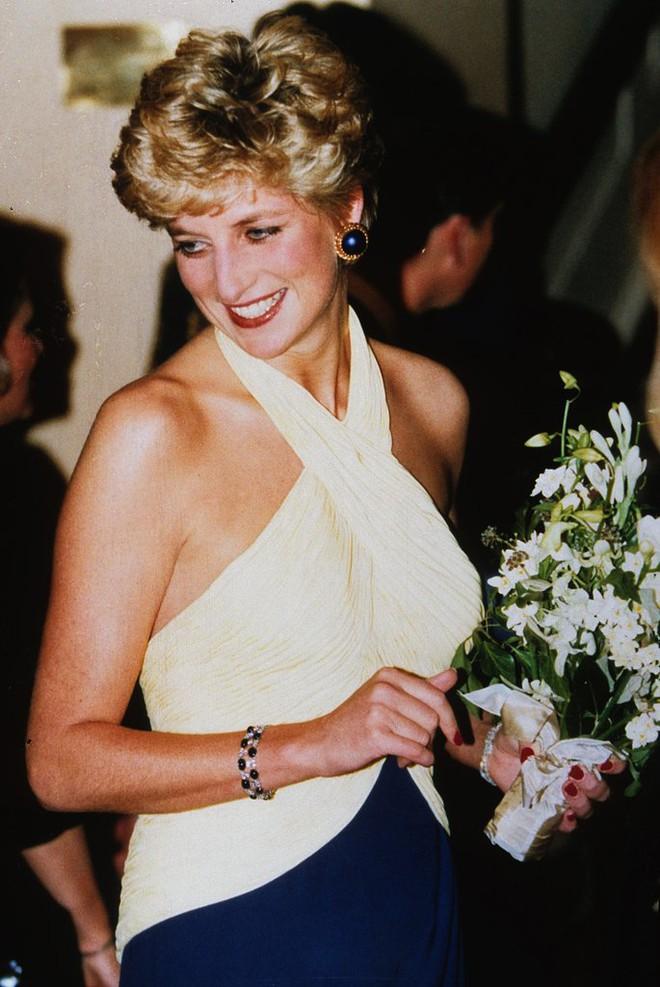 20 khoảnh khắc khiến người ta tin rằng công nương Diana thực sự là một biểu tượng thời trang chân chính - Ảnh 4.