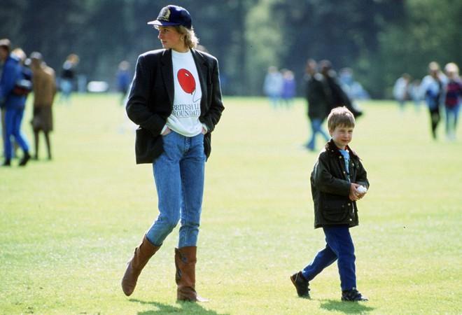 20 khoảnh khắc khiến người ta tin rằng công nương Diana thực sự là một biểu tượng thời trang chân chính - Ảnh 5.