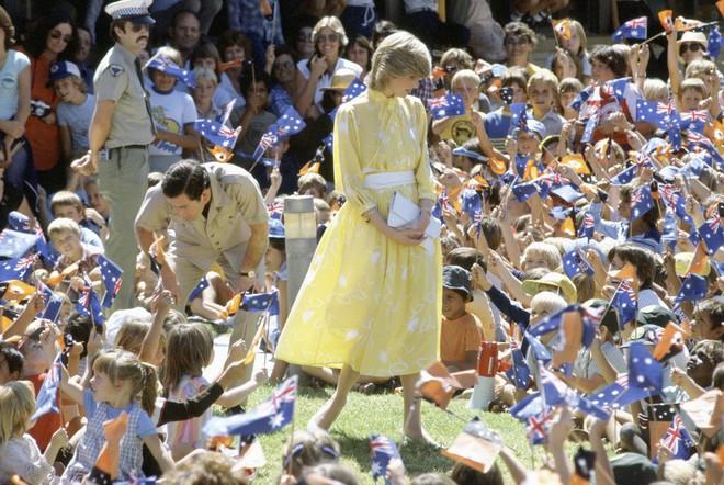 20 khoảnh khắc khiến người ta tin rằng công nương Diana thực sự là một biểu tượng thời trang chân chính - Ảnh 6.