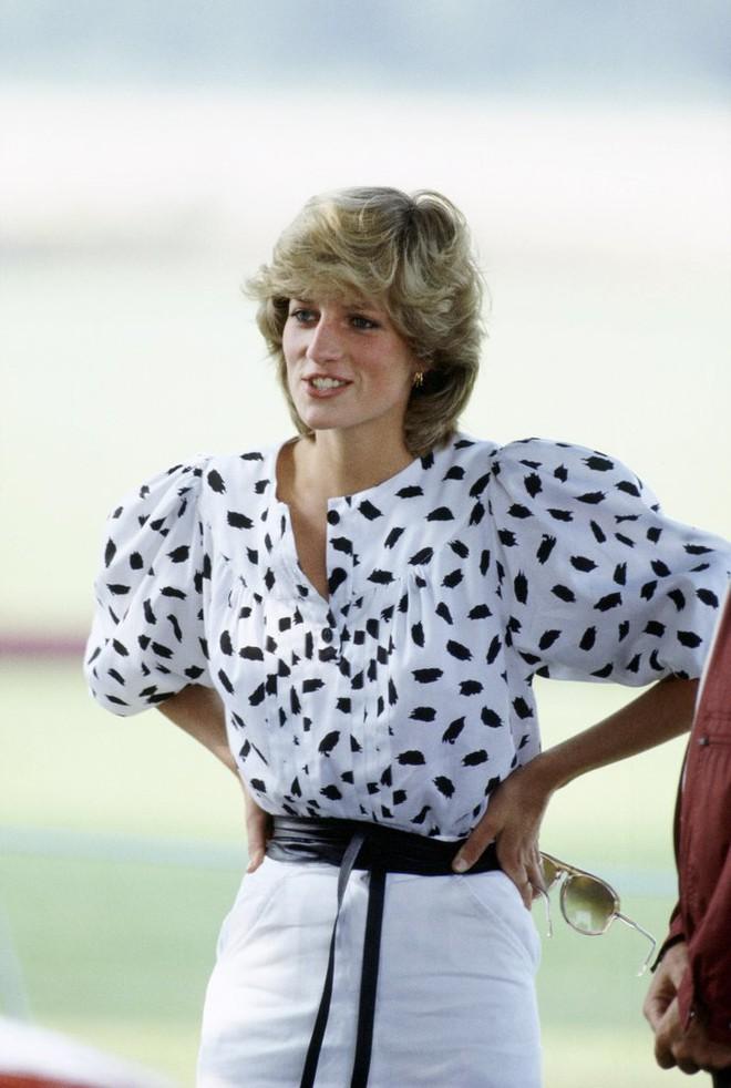 20 khoảnh khắc khiến người ta tin rằng công nương Diana thực sự là một biểu tượng thời trang chân chính - Ảnh 9.