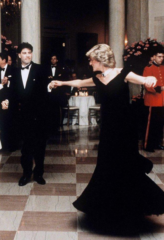 20 khoảnh khắc khiến người ta tin rằng công nương Diana thực sự là một biểu tượng thời trang chân chính - Ảnh 14.