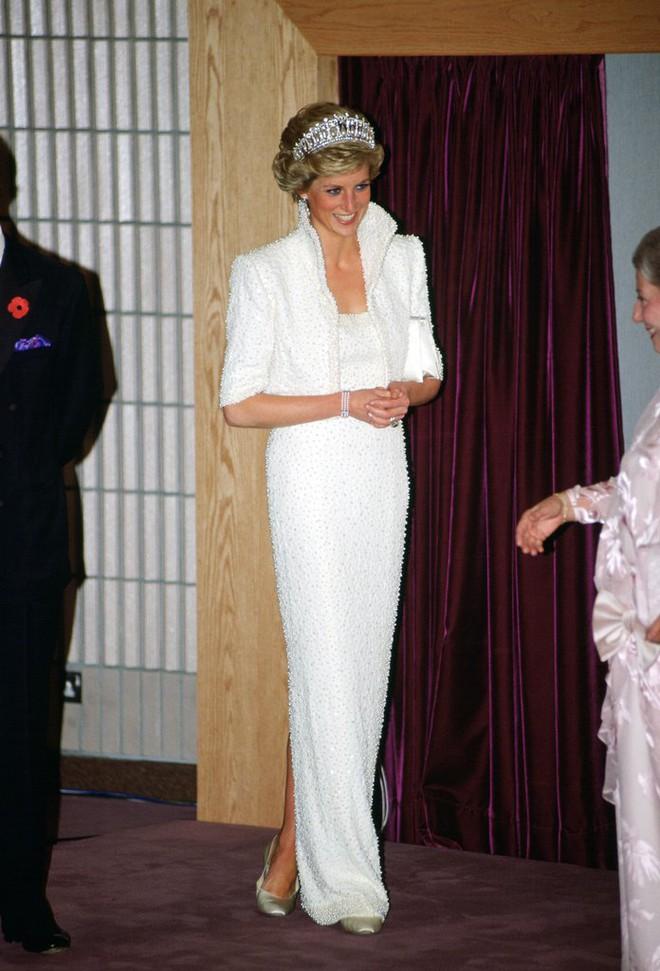 20 khoảnh khắc khiến người ta tin rằng công nương Diana thực sự là một biểu tượng thời trang chân chính - Ảnh 16.