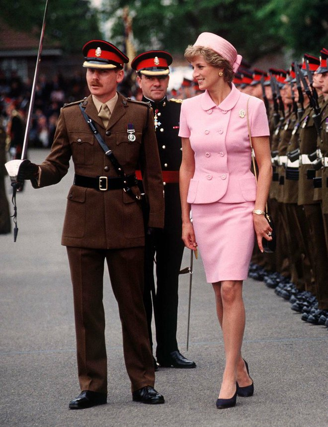 20 khoảnh khắc khiến người ta tin rằng công nương Diana thực sự là một biểu tượng thời trang chân chính - Ảnh 18.