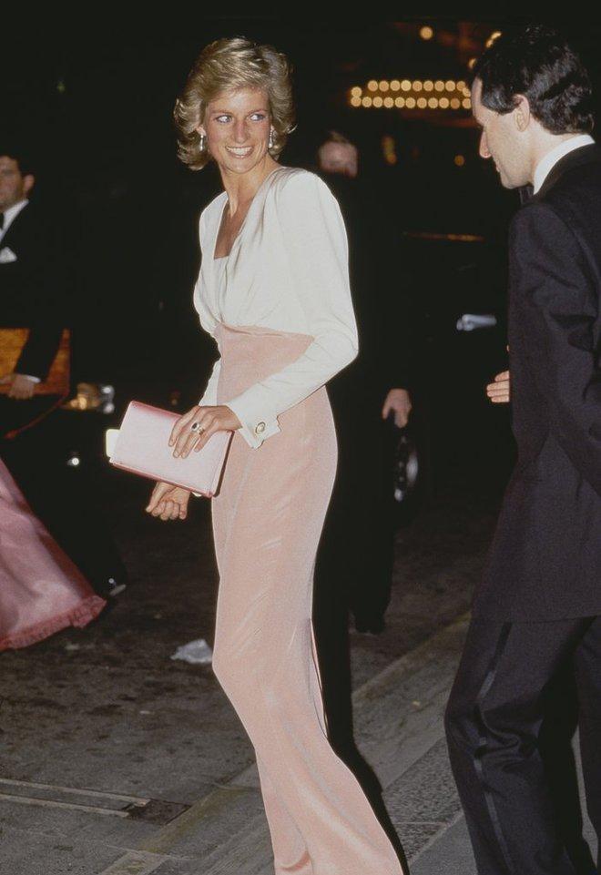 20 khoảnh khắc khiến người ta tin rằng công nương Diana thực sự là một biểu tượng thời trang chân chính - Ảnh 20.