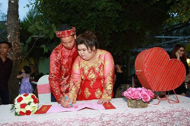 Cô vợ 9X nổi tiếng MXH vì được chồng chăm từ 90 lên 120 kg mới làm đám cưới - Ảnh 9.