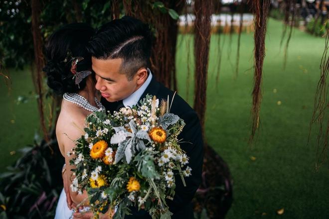Cặp đôi Việt kiều đem nơm cá, quang gánh, xích lô kiểu xin một vé đi tuổi thơ vào tiệc cưới sang chảnh - Ảnh 21.