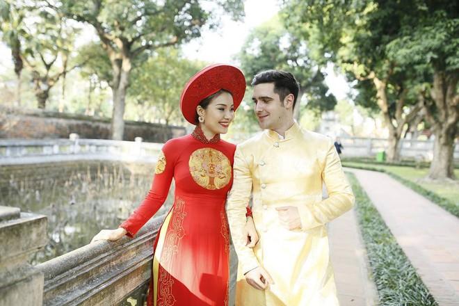 Đám cưới trong lâu đài cổ giữa đất Séc của nữ tiếp viên hàng không xinh đẹp và chàng doanh nhân điển trai - Ảnh 1.