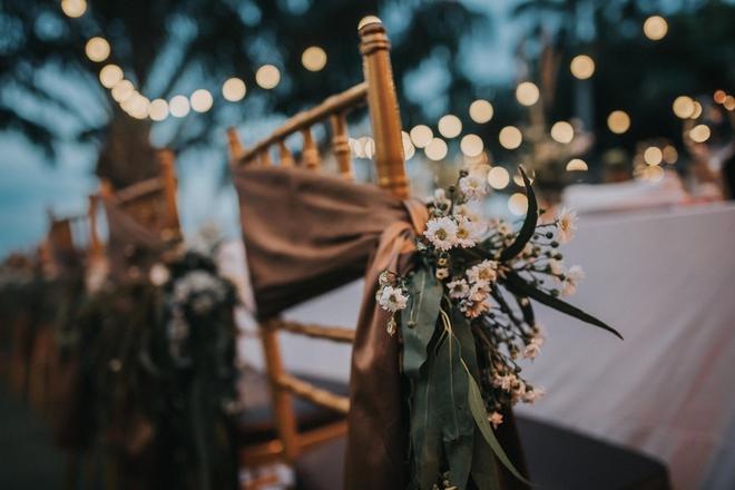 Cặp đôi Việt kiều đem nơm cá, quang gánh, xích lô kiểu xin một vé đi tuổi thơ vào tiệc cưới sang chảnh - Ảnh 14.