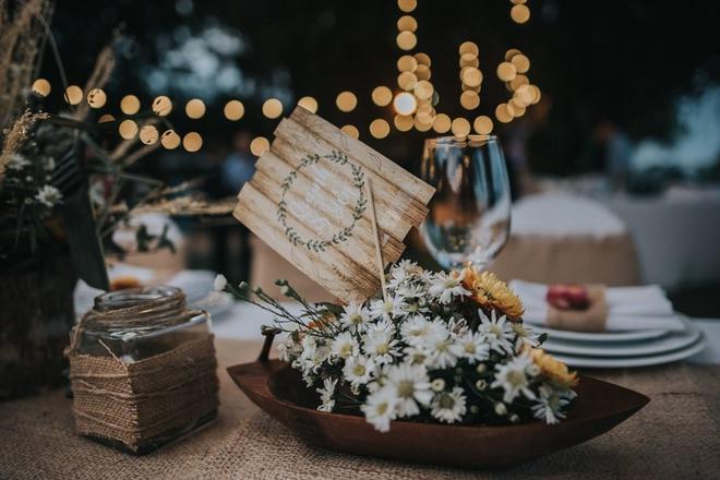 Cặp đôi Việt kiều đem nơm cá, quang gánh, xích lô kiểu xin một vé đi tuổi thơ vào tiệc cưới sang chảnh - Ảnh 12.