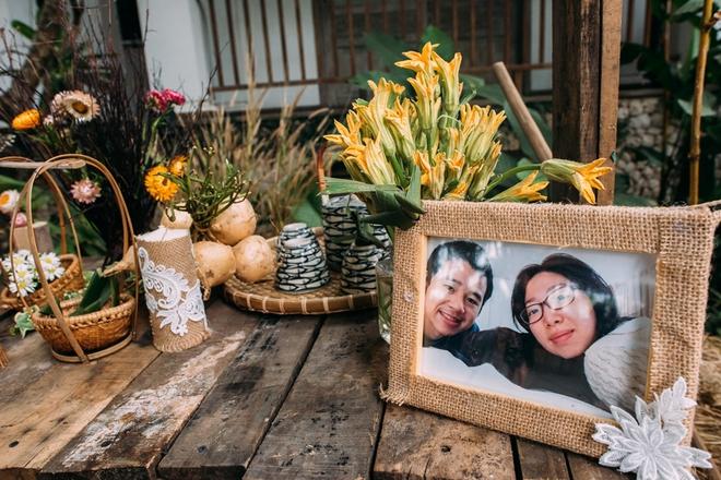 Cặp đôi Việt kiều đem nơm cá, quang gánh, xích lô kiểu xin một vé đi tuổi thơ vào tiệc cưới sang chảnh - Ảnh 9.