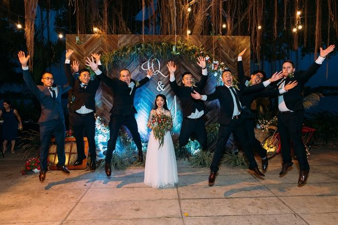Cặp đôi Việt kiều đem nơm cá, quang gánh, xích lô kiểu xin một vé đi tuổi thơ vào tiệc cưới sang chảnh - Ảnh 26.