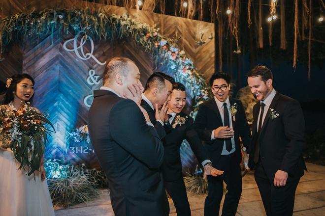 Cặp đôi Việt kiều đem nơm cá, quang gánh, xích lô kiểu xin một vé đi tuổi thơ vào tiệc cưới sang chảnh - Ảnh 25.
