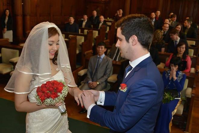 Đám cưới trong lâu đài cổ giữa đất Séc của nữ tiếp viên hàng không xinh đẹp và chàng doanh nhân điển trai - Ảnh 10.