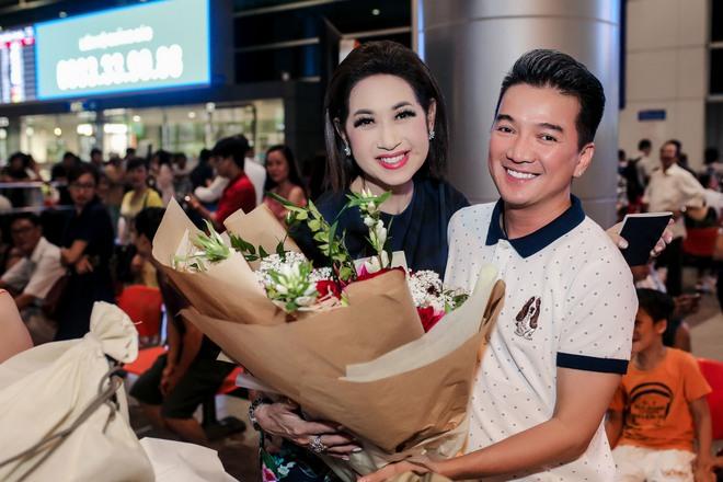Đàm Vĩnh Hưng ra sân bay đón Dương Triệu Vũ vào lúc nửa đêm - Ảnh 9.